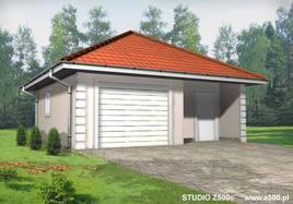 Projekt Garażu jednostanowiskowego, z dodatkowo wydzielonym pomieszczeniem gospodarczym posiadającym niezależne wejście. Budynek przekryty dachem kopertowym. Istnieje możliwość przesunięcia, likwidacji lub dodania okien w ścianach bocznych.